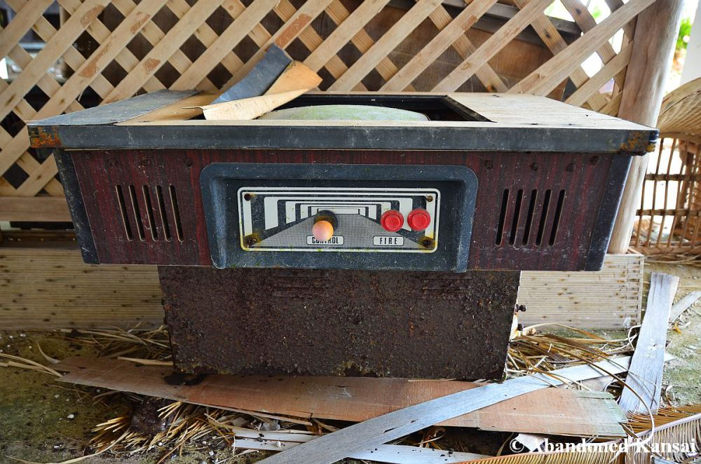 abandoned-table-video-game-machine