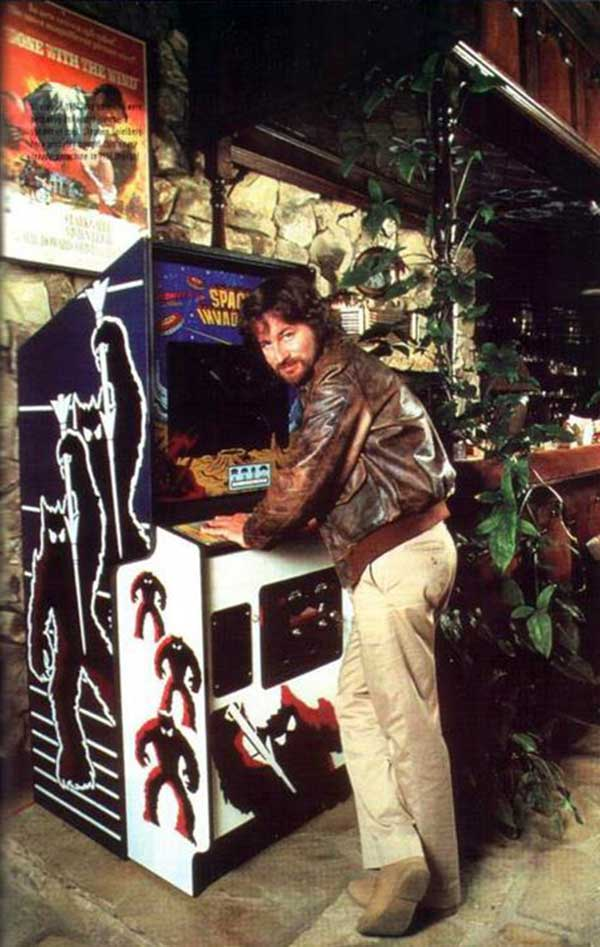 steven-spielberg-with-his-space-invaders-arcade-machine